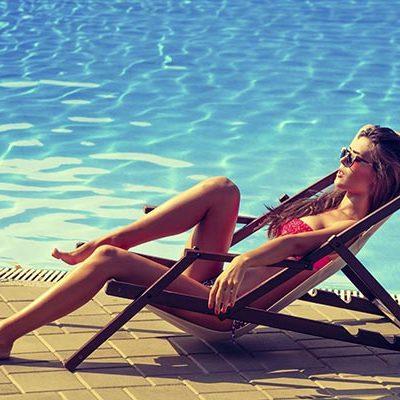 Лето круглый год: ТОП-7 средств для загара на пляже и в солярии